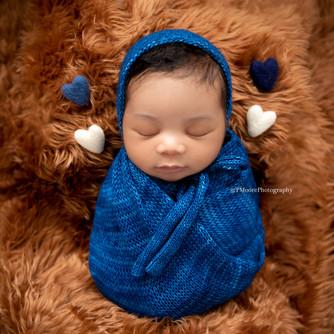 Newborn Session (7 of 60)LO.jpg