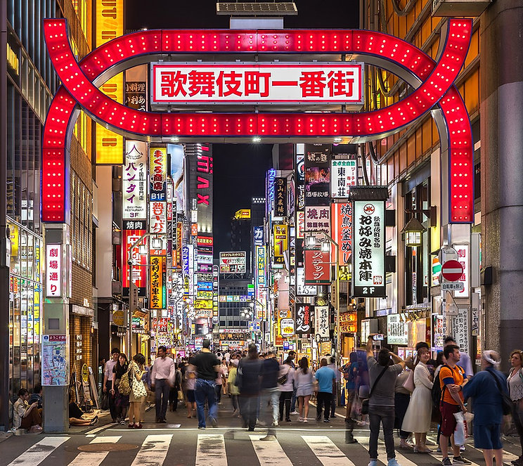 1149px-Kabukicho_red_gate_and_colorful_n