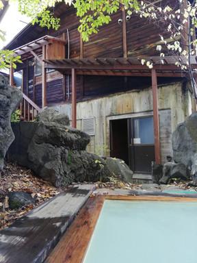 Het hete 'onsen' bad met natuurlijk bron