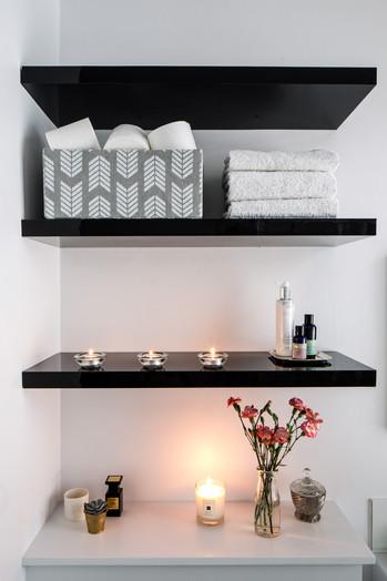 feioi-interiors-bathroom-shelves-detai