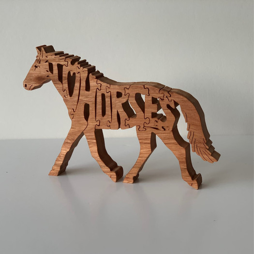 garnett-crafts-i-love-horses-hardwood