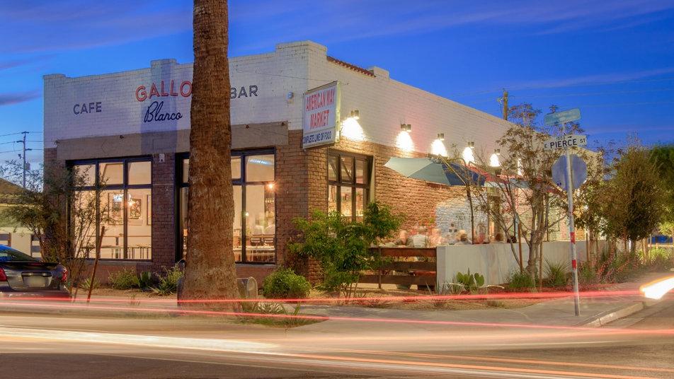 Gallo Blanco Cafe y Bar