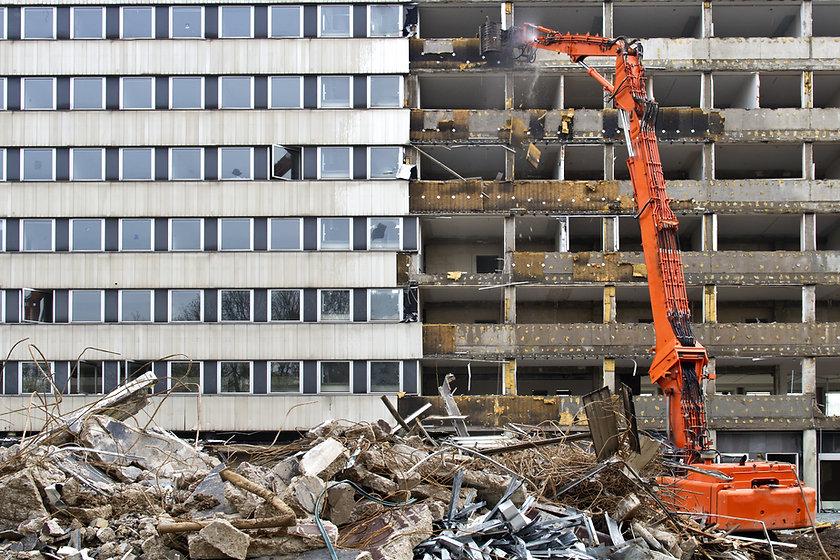 Разрушения-Строительство