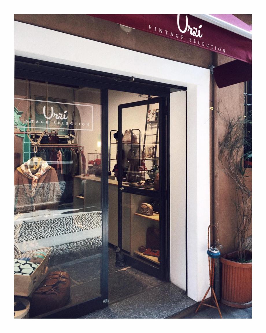Urzì Vintage, il negozio in Brera, dove una borsa può salvare dal conformismo. Lo racconta Fabio Urz