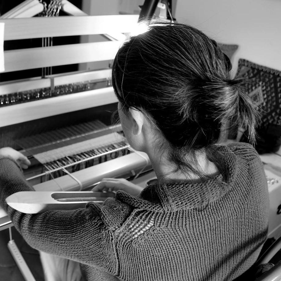 A Lipari in visita a Paola Costanzo che racconta Mouloud, la sua bottega tessile / In Lipari, visiti