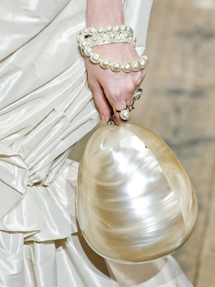 """Elogio della perla, """"nuovo"""" simbolo di speranza e creatività, nel mondo e nel gioiello contemporaneo"""