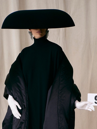 La nostra carta d'identità passa per la moda, attraversando lo stile, creando un linguaggio