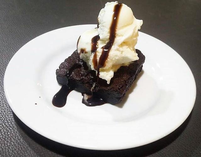 Gooey brownie with ice cream