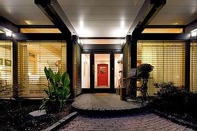 レッドドアと家