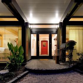 Maison avec Red Door