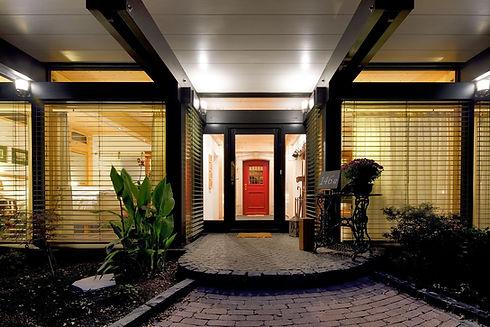 Casa com porta vermelha