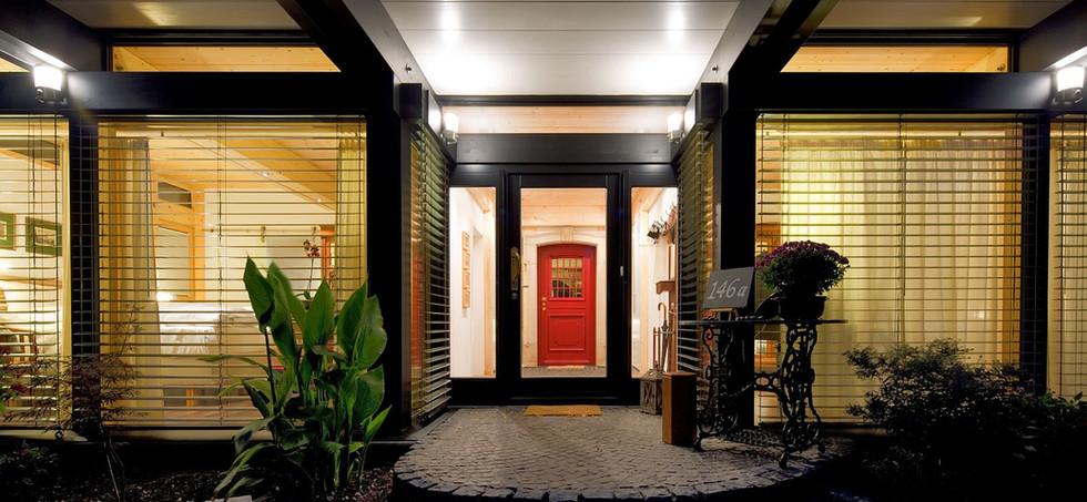 Casa con Red Door
