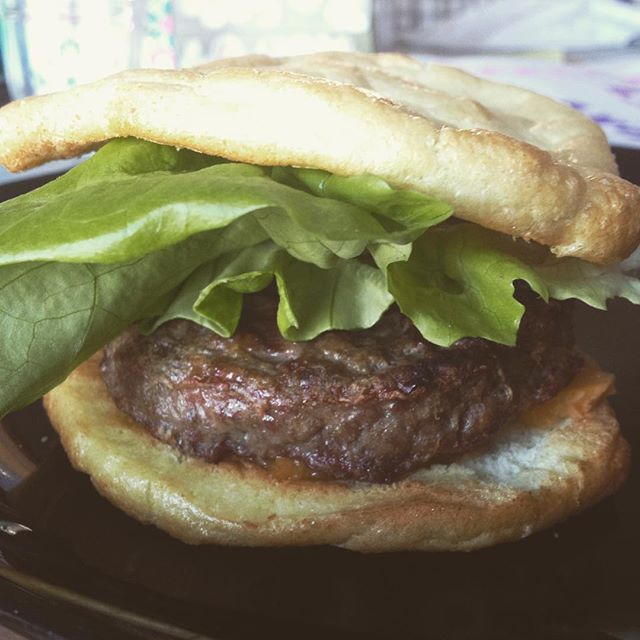 In case you didn't know Cloud bread in an awesome substitute for a burger bun 👍😍_#burger #cloudbre