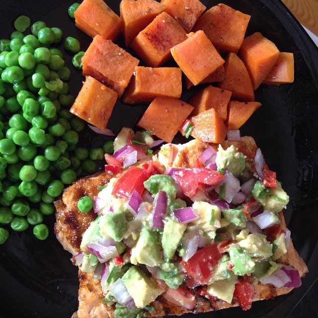 Avocado salsa on salmon with maple syrup and cinnamon sweet potato _3 #healthyeating #glutenfree #go