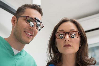 ADEMETEC Lupenbrillen im klinischen Einsatz