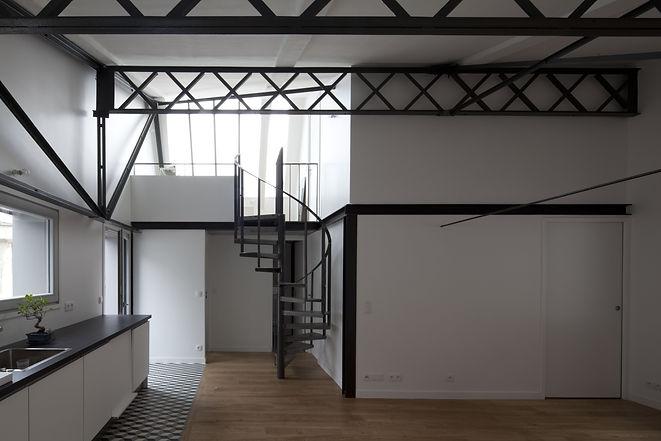 Restauration de charpente, mezzanine, escalier et rampe d'escalier débillardée