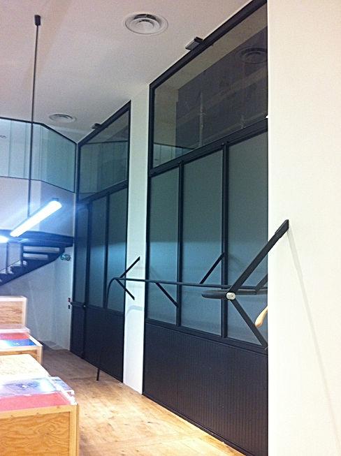 Façade vitrée, boutique Carhartt, le Marais, Paris