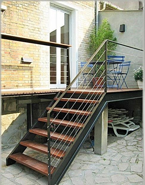 Escalier, rampe et terrasse en acier brut verni