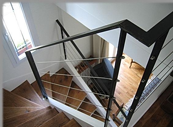 Rampe d'escalier en acier brut verni