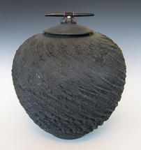 TEXTURED VESSEL WITH FRESH WATER PEARL/WOOD