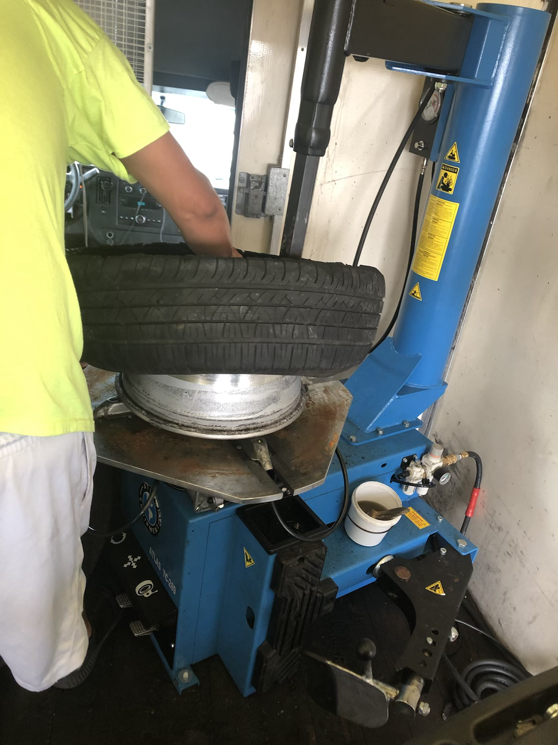 mounting tire on rim