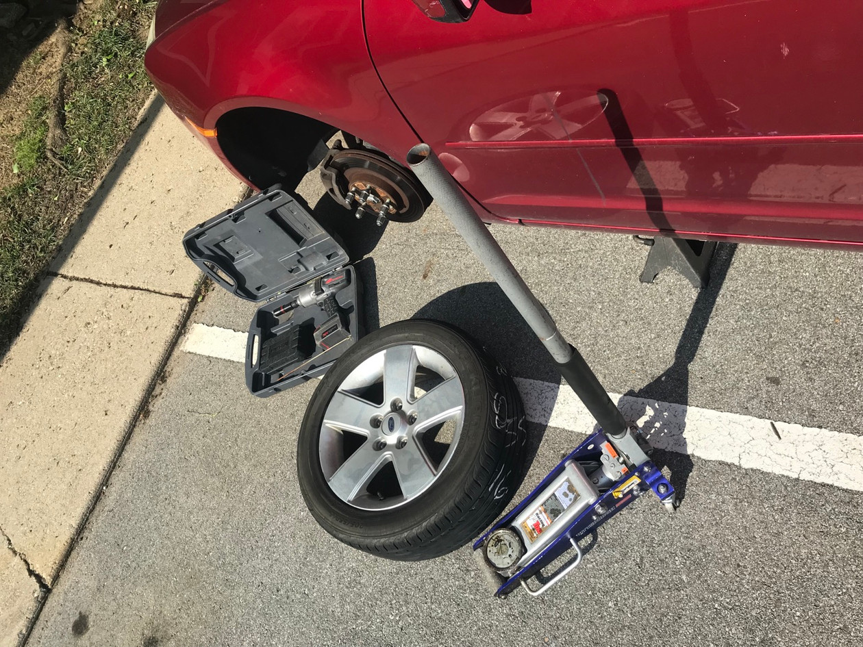 Flat tire change in indianapolis parking
