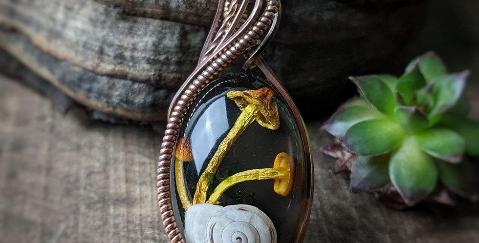 Schnecken Amulett mit Pilzen