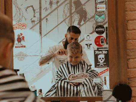 Você sabe como escolher o melhor lugar para cortar o cabelo do seu filho?