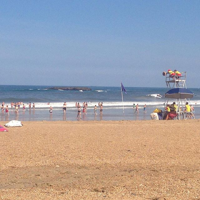 First day back at school in France but the beach is still filling up #bunkingoff #france #larentree