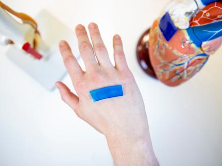 Cientistas criam curativo que usa temperatura corporal para acelerar cicatrização