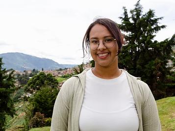 """""""Dios me devolvió los sueños"""". Testimonio de Marisol Taborda y su experiencia como becaria de ASAC."""