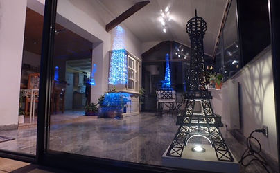 Tour_Eiffel_1,08m_éclairée_-_InnovMania.