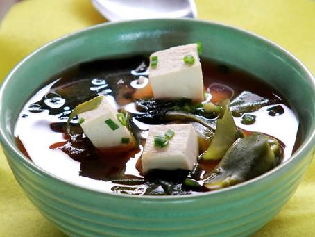 Японский суп с тофу и водорослями