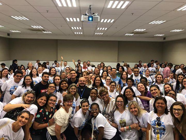 Recordação de uma linda aglomeração com uns 200 catequistas após a palestra no Catequistas Brasil 2020s