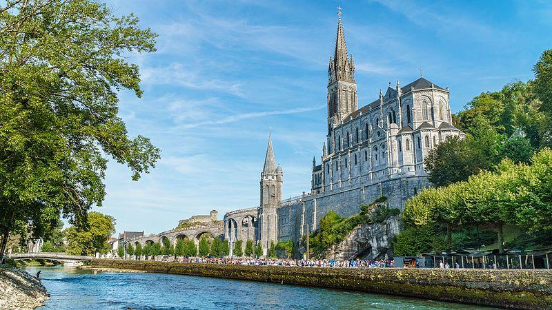 Basilique_Notre-Dame-du-Rosaire_de_Lourdes_HDR_back