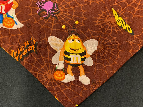 M & M Halloween - Bee in Spider Web