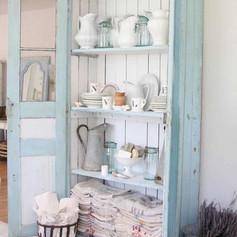 Armoire vaisselier campagne chic bleu pâle