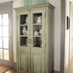 Armoire vitrine vaisselier campagne chic vert amande