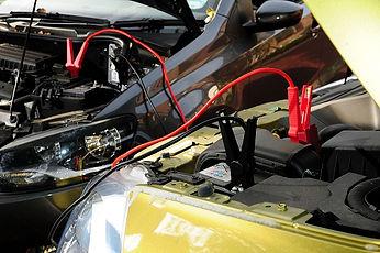 piestartēt auto jo nosēdies akumulators.