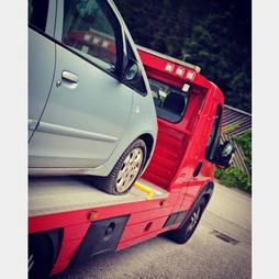 Reifenpannen, Reifenplatzer, Nagel im Reifen, Reifenreparaturdienst und Abschleppdienst
