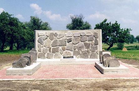 אנדרטה לזכר יהודי חרוביישוב שנספו בשואה