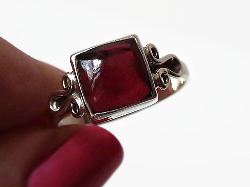 Red Garnet Cabachon Ring - Solid Sterling Silver