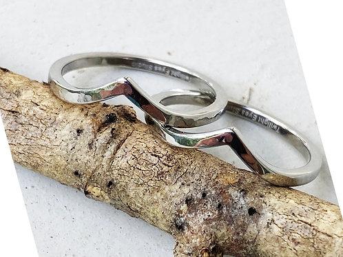 The Ridge - stackable chevron ring