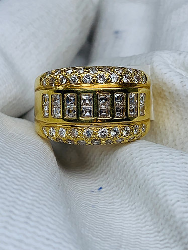 18K Yellow Gold Round & Baguette Cut Diamond Ring *Top Quality*