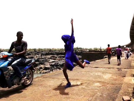 SER VENTO Texto sobre o filme NOIRBLUE: deslocamentos de uma dança, de Ana Pi (2017)