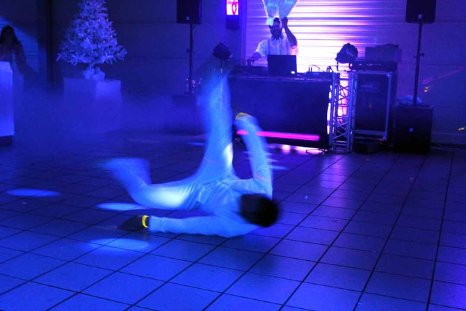Breakdance im Schwarzlicht