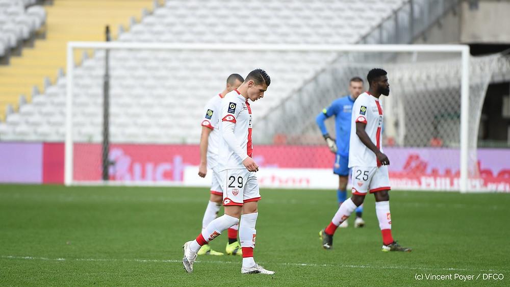 Alex Dobre baisse la tête suite à la défaite face au RC Lens