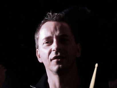 On the drums: Frank Salz