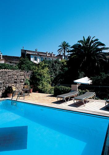 leon_de_sineu_piscina_horizontal.jpg