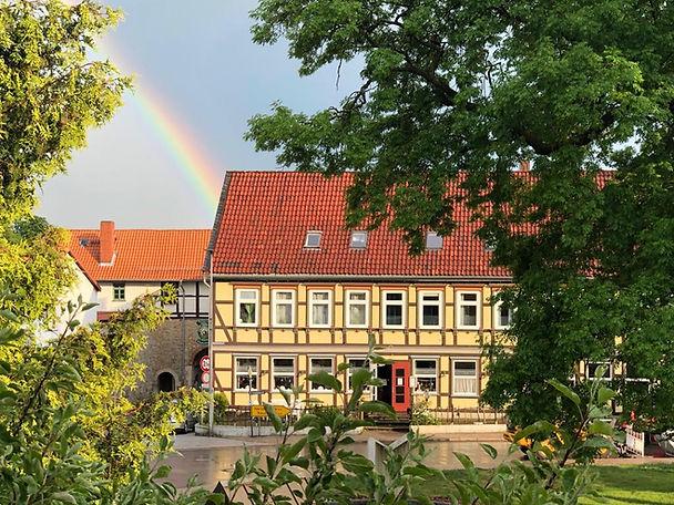 Hotel mit Regenbogen _2.jpg